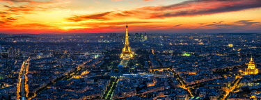FRA9998AW Skyline view of Paris at sunset, Paris, France