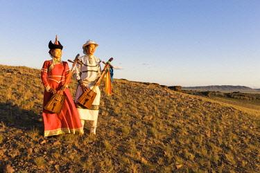 AS25TNO0132 Musicians. Throat Singers. Gobi Desert. Mongolia.