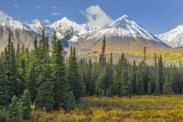 CN12BJY0010 Canada, Yukon Territory, Kluane National Park. Landscape with St. Elias Range (Unesco World Heritage Site)