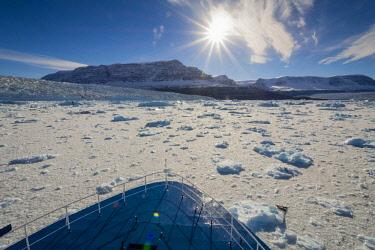 GR01IHO0026 Greenland. Scoresby Sund. Gasefjord. Brash ice and Magga Dan glacier.