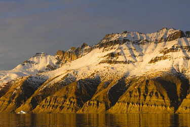 GR01IHO0056 Greenland. Kong Oscar Fjord. Sunset light on the snowy mountains.
