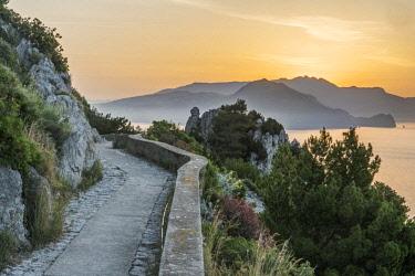 EU16RTI0447 Europe, Italy, Isle of Capri, sunrise over the Sorrento Peninsula