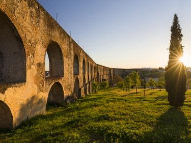 EU23MZW0326 Aqueduto da Amoreira, the aqueduct dating back to the 16th and 17th century. Elvas in the Alentejo close to the Spanish border. UNESCO World Heritage Site  Portugal