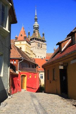 EU24EWI0198 Transylvania, Romania, Mures County, Sighisoara, cobblestone residential street in village. UNESCO World Heritage Site. City symbol, clock tower.