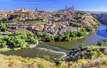 EU27WPE0286 Fortress, Medieval City, Tagus River, Toledo, Spain. Toledo Alcazar built in the 1500s, Destroyed in Spanish Civil War and then rebuilt after war. Unesco historical site, Tagus is longest river in Spa...
