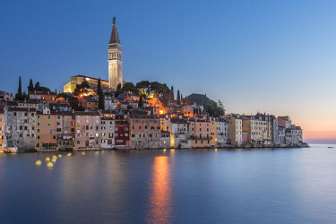 CRO1549AW Croatia, Istria, Rovinj, the ancient city of Rovinj after sunset