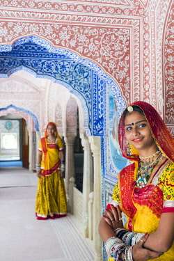 IN05669 India, Rajasthan, Jaipur, Samode Palace, ladies wearing a colourful Sari in ornate passageway  (MR, PR)