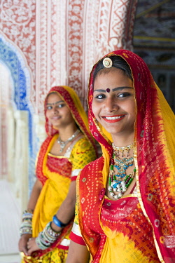 IN05670 India, Rajasthan, Jaipur, Samode Palace, ladies wearing a colourful Sari in ornate passageway  (MR, PR)