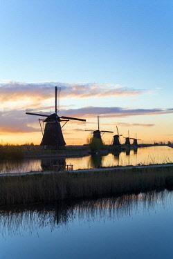 NL02339 Windmills, Kinderdijk, UNESCO World Heritage Site, Netherlands, Europe