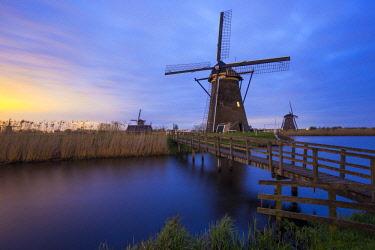 NL02345 Windmills, Kinderdijk, UNESCO World Heritage Site, Netherlands, Europe