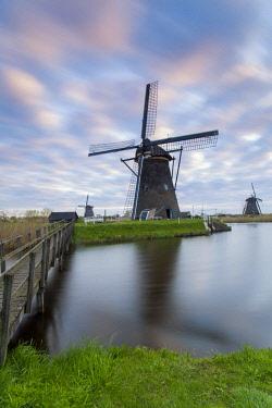 NL02347 Windmills, Kinderdijk, UNESCO World Heritage Site, Netherlands, Europe