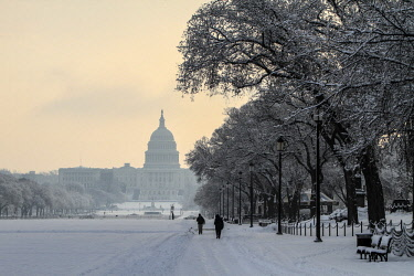US09JSI0001 Washington DC. Snow covered US Capitol and the Mall