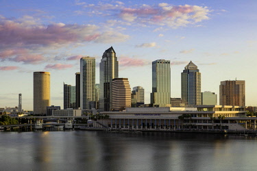 US10BJN0126 Dawn over the skyline of Tampa, Florida, USA