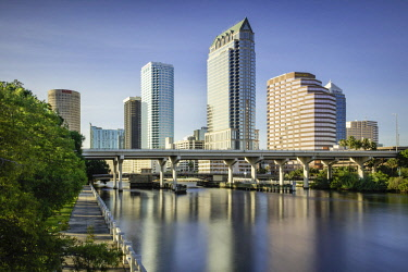 US10BJN0144 Hillsborough River and the skyline of Tampa, Florida, USA