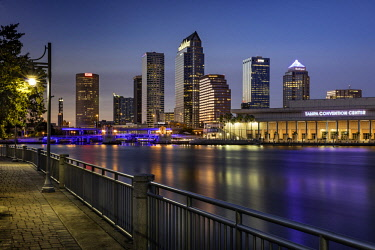US10BJN0146 Twilight over the skyline of Tampa, Florida, USA