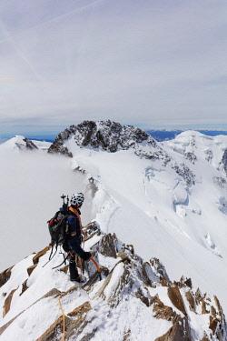 SWI7975 Western Europe, Switzerland, Swiss Alps, Valais, Zermatt, view of Dufourspitze - Monte Rosa  (4634m) and Liskamm (4527m) from summit of Nordend (MR)