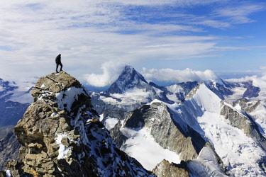 SWI7983 Western Europe, Switzerland, Swiss Alps, Valais, Zermatt, view of the Matterhorn and Ober Gabelhorn from Zinalrothorn (4221m), MR