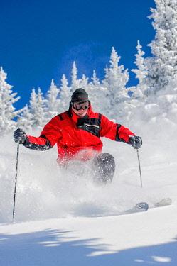US32LKL0135 USA, New Mexico, Santa Fe, skiing. (MR)