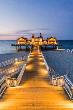 GER10050AW Sellin pier (Seebrücke), Sellin, Rugen Island, Baltic coast, Mecklenburg-Western Pomerania, Germany.