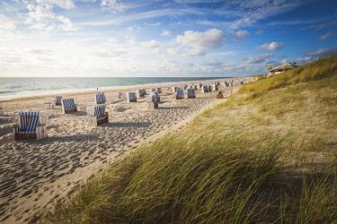 GER10270AWRF Kampen, Sylt island, North Frisia, Schleswig-Holstein, Germany. Strandkorbs on the beach.