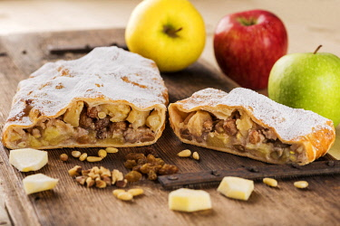 CLKBD62956 apple strudel, Dolomites, Trentino, Alto Adige, tipical product, food,