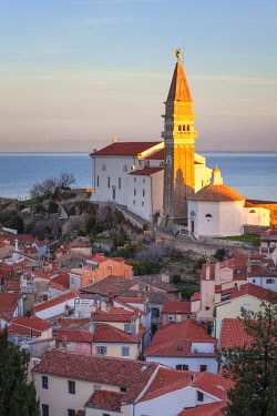 CLKMG57534 Europe, Slovenia, Istria, Piran, Primorska. The church of St. George and the ancient town of Piran