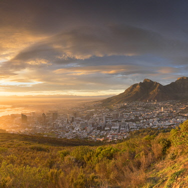 SAF7048AW View of Table Mountain and City Bowl at dawn, Cape Town, Western Cape, South Africa