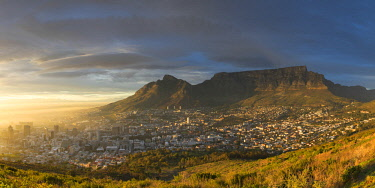 SAF7051AW View of Table Mountain and City Bowl at dawn, Cape Town, Western Cape, South Africa