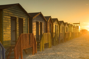 SAF7126AW Beach huts on Muizenburg beach at dawn, Cape Town, Western Cape, South Africa