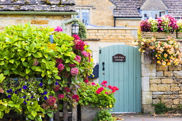 ENG14976AW Traditional Cotswold architecture, Gloucestershire, UK