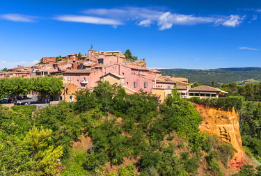 FRA10124AW Hilltop village of Roussillon, Provence, France