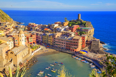 ITA11155AW The colorful sea village of Vernazza, Cinque Terre, La Spezia district, Liguria, Italy, Europe