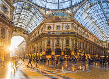 ITA11172AW Galleria Vittorio Emanuele II, Milan, Lombardy, Italy. Tourists walking in the world's oldest shopping mall.