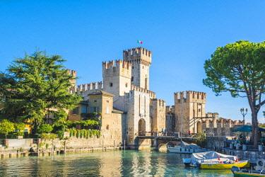 ITA11189AW Sirmione, lake Garda, Brescia province, Lombardy, Italy. Scaliger Castle (Rocca Scaligera).
