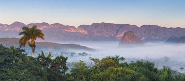 CB02746 Cuba, Pinar del Río Province, Vinales, View of Vinales valley