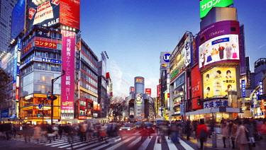 IBLALX03898576 People crossing a busy street, Shibuya, Tokyo, Japan, Asia
