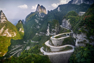 IBLALX04045279 Serpentine road, Tianmen Mountain National Park, Zhangjiajie, Hunan, China, Asia