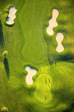 Golfer on lawn, bunkers, golf course, Duisburg-Huckingen, Duisburg, Ruhr district, North Rhine-Westphalia, Germany, Europe