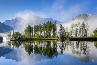 IBLHEI04039772 Almsee with reflection, Zehnerkofel, Elferkogel, Ameisstein, Totes Gebirge mountains, Grunau, Almtal, Salzkammergut, Austria, Europe