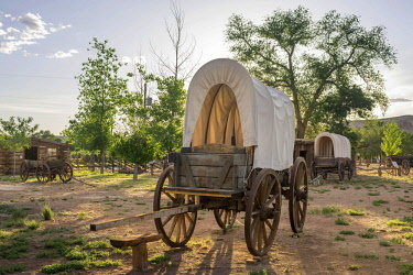 IBLHAN04056101 Covered wagon in Fort Bluff, Bluff, Utah, United States, North America