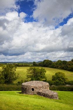 IRL0652 19th Century building stone structure adjacent toThe UNESCO World Heritage Newgrange Site, Bru na Boinne complex,  in the Boyne Valley, Slane, Co. Meath, Leinster, Ireland.