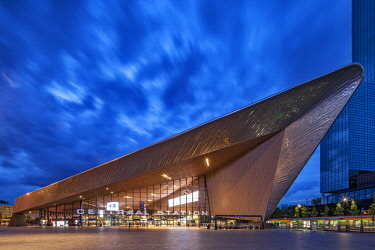 NLD0534 The front facade of Rotterdam Centraal Station at twilight, Weena, Rotterdam, Zuid Holland, The Netherlands.