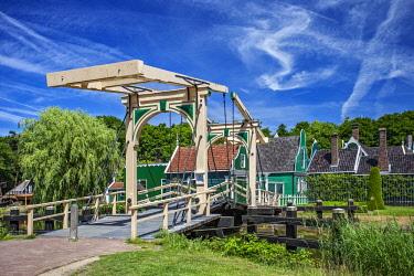 NLD0543 Traditional lifting canal bridge and village representative of the Zaan Region in the Netherlands Open Air Museum, Hoeferlaan, Arnhem, Gelderland, Netherlands.