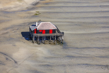 HMS2103360 France, Gironde, Arcachon, wooden house on stilts near L'IIe aux Oiseaux (aerial view)