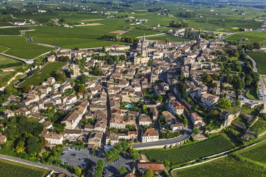 HMS2103432 France, Gironde, Saint Emilion, Jurisdiction of Saint Emilion (UNESCO), the village surrounded by Saint Emilion vineyards (aerial view)