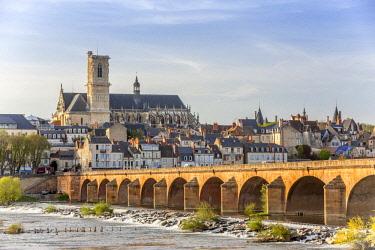 HMS2197062 France, Nievre, Nevers, the cathedral of Saint Cyr et Sainte Julitte de Nevers across the River Loire