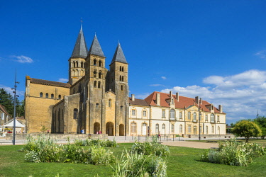 HMS2384359 France, Saone et Loire, Paray le Monial, 12th century Sacred Heart basilica and the conventual buildings from the banks of Bourbince river