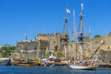HMS2688957 France, Finistere, Brest, Brest 2016 International Maritime Festival, large gathering of traditional boats from around the world, every four years for a week, the castle (Navy museum) at the mouth of...