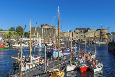 HMS2688958 France, Finistere, Brest, Brest 2016 International Maritime Festival, large gathering of traditional boats from around the world, every four years for a week, the castle (Navy museum) at the mouth of...