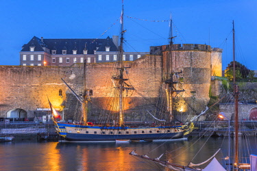 HMS2688972 France, Finistere, Brest, Brest 2016 International Maritime Festival, large gathering of traditional boats from around the world, every four years for a week, the castle (Navy museum) at the mouth of...